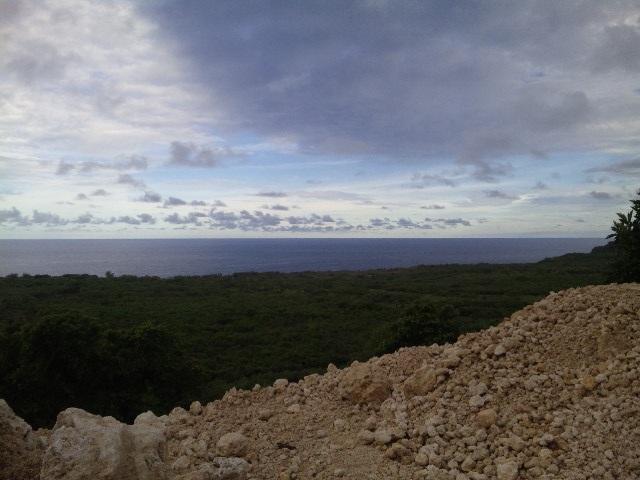 グアム東部の海