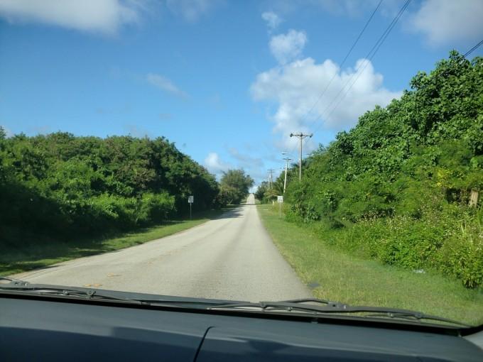 グアムの南部の田舎道
