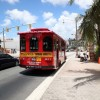 赤いシャトルバスのコースや時刻表について