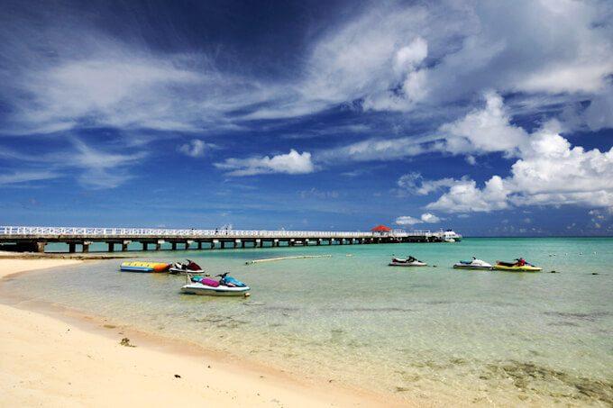ココス島の桟橋の横のビーチ