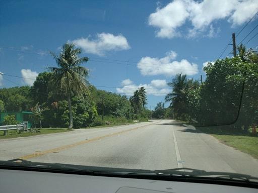 グアムのミニッツ地区のドライブ