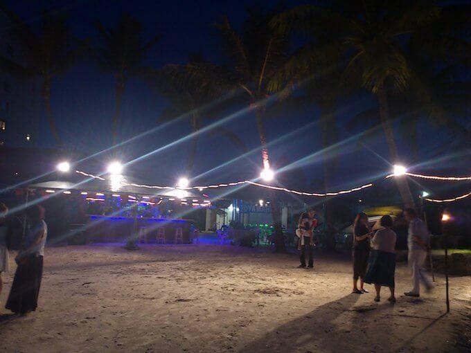 グアムのハガニアのディナーショーの砂浜