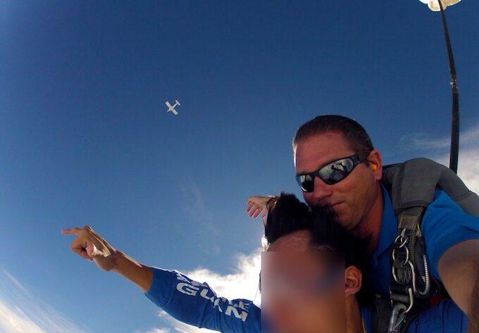 グアムでスカイダイビングと小さな飛行機