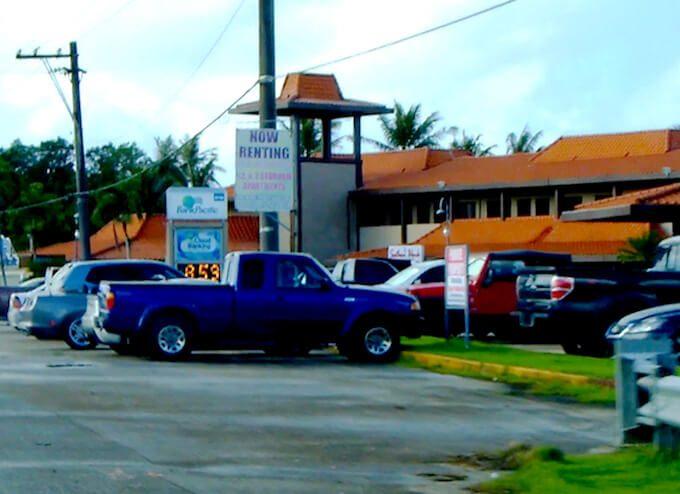 グアム南西の赤い屋根のお店