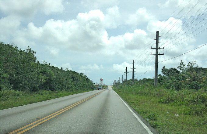 グアム北部の道路
