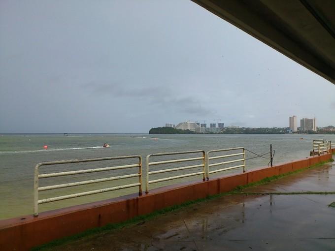 グアム10月の雨