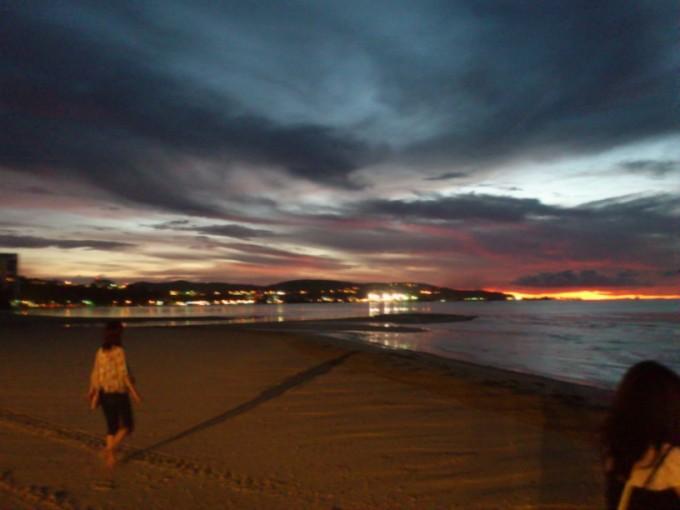 グアムのビーチから見た夕暮れ