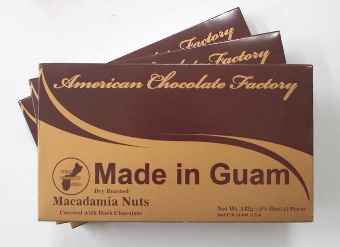 茶色のパッケージのグアムのチョコレート