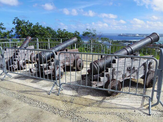 グアムのアプガン砦の3つの大砲