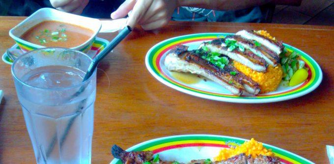 ジャマイカングリルの魚のスープとBBQ