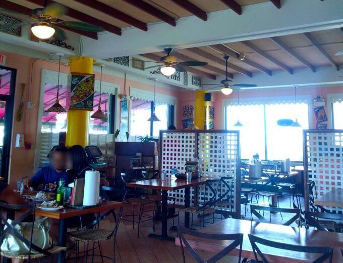 ジャマイカングリルのテーブル席