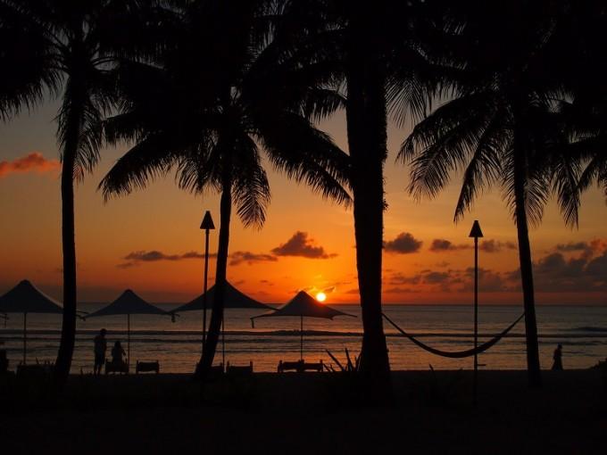 海辺の赤い夕日