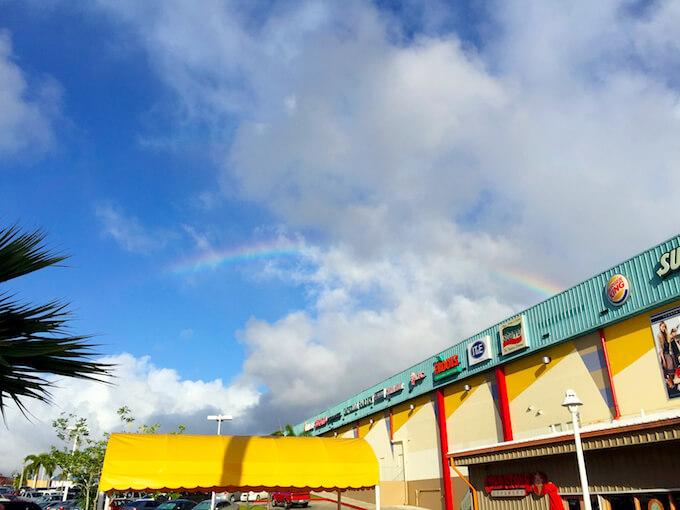 GPOの建物と虹