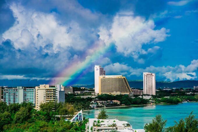 グアムのタモンにかかる虹