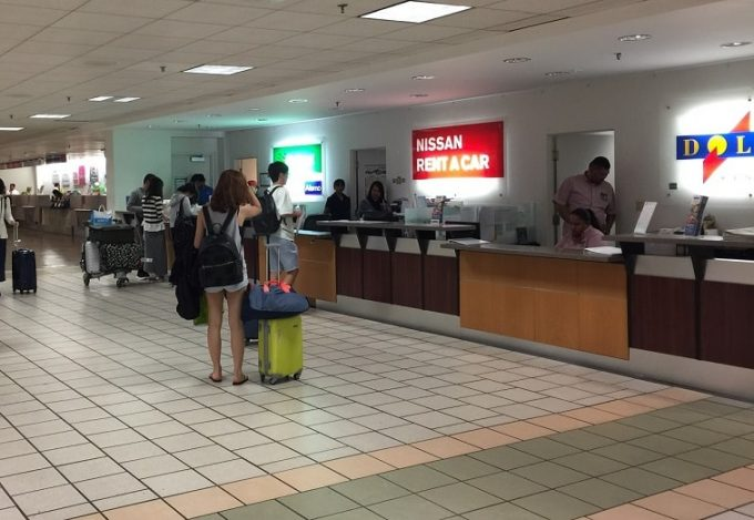 グアム空港のレンタカーカウンター