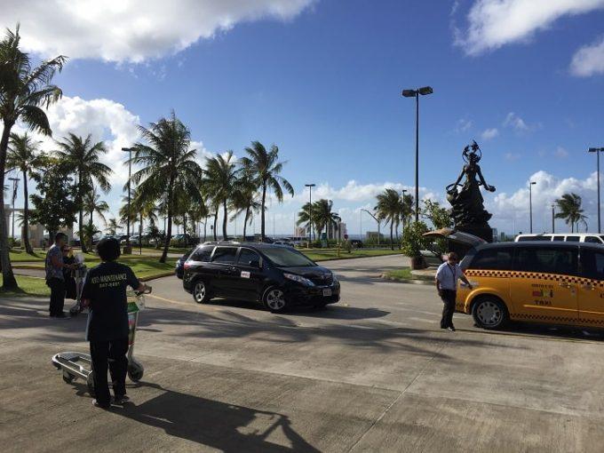 グアム空港のタクシー乗り場