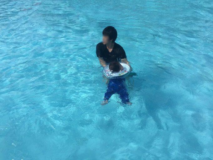 グアムのプールと赤ちゃん