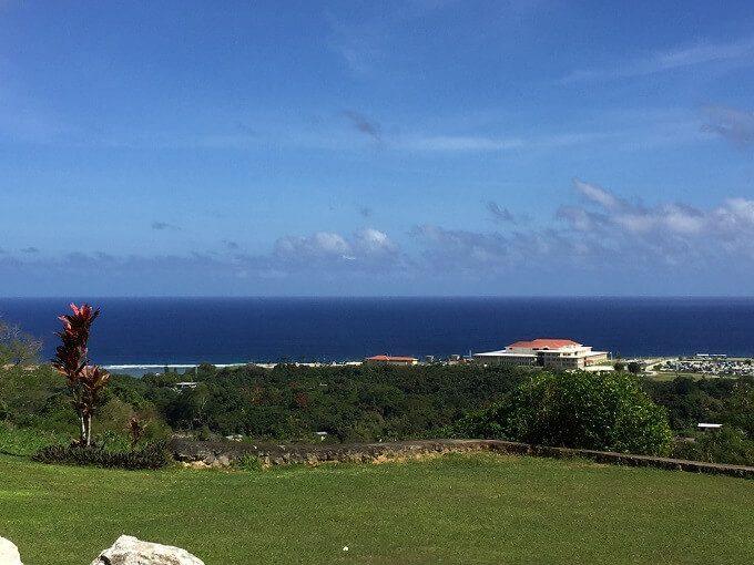 グアムのアサンの山から見た海