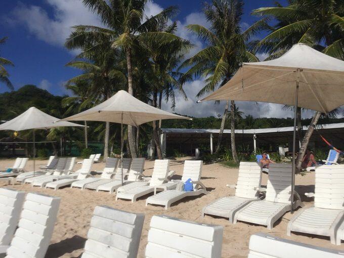 ガンビーチ前のビーチ椅子