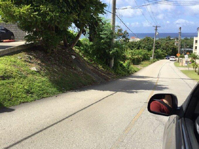 グアムの1号線へ抜ける道