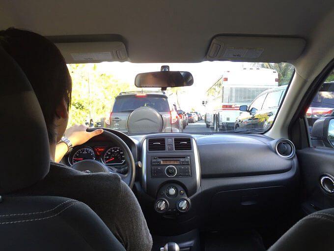グアムのレンタカーの運転