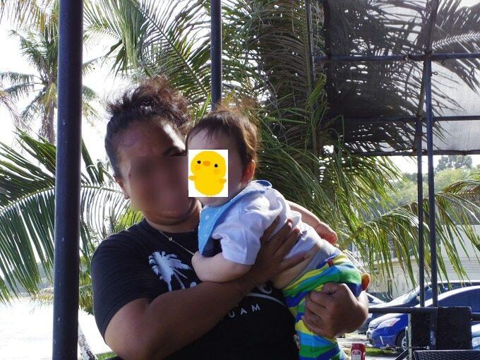 グアムで抱っこされる赤ちゃん