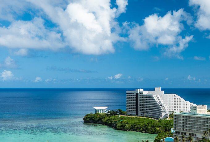 グアムニッコーホテルと青い空と海
