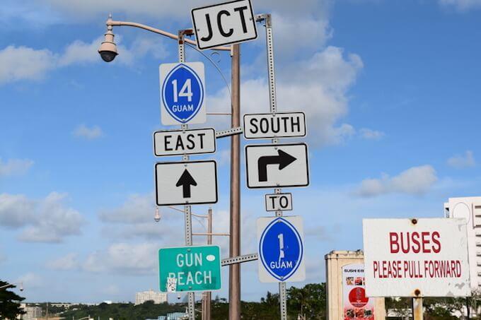 グアムのおしゃれな道路標識