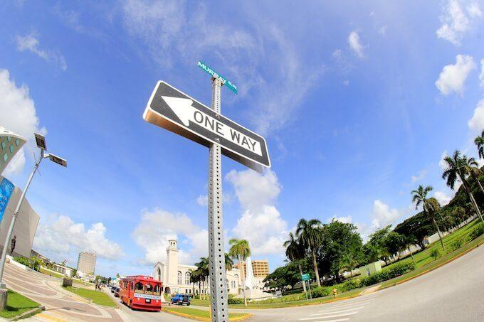 グアムのおしゃれで可愛い道路標識