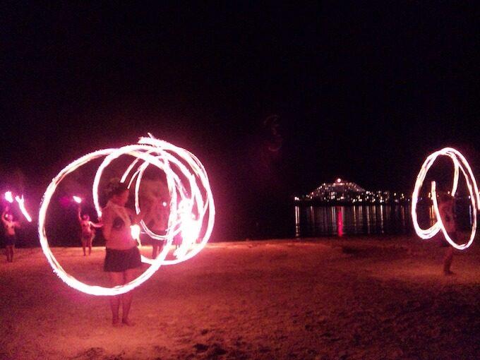 ハガニアのダンスショーの火の輪