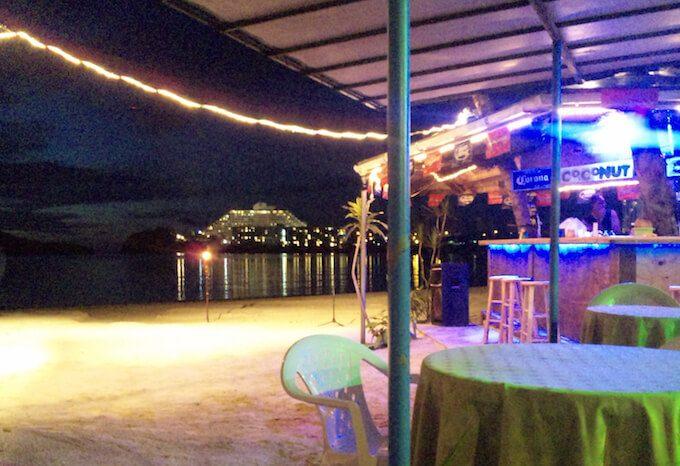 グアムのハガニアにあるバーと夜景