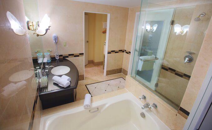 グアムのロイヤルオーキッドのお風呂と洗面