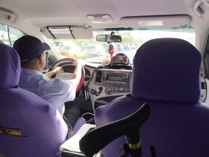 グアムのタクシーの中