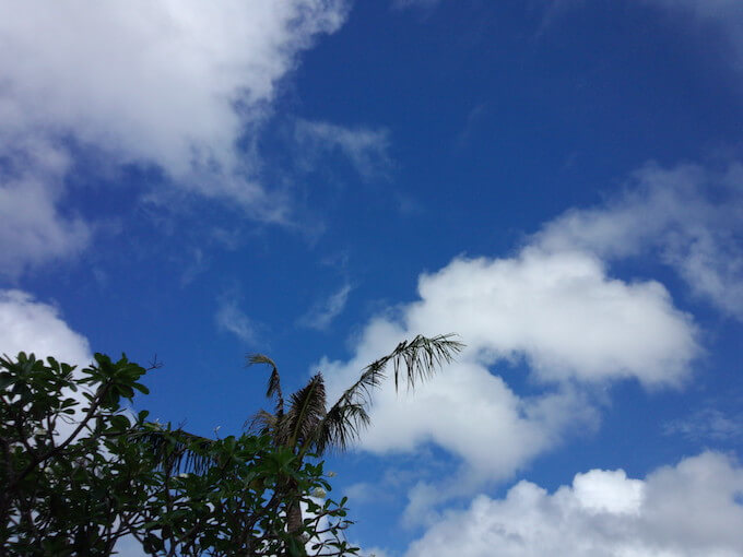 グアムの4月の青々とした空