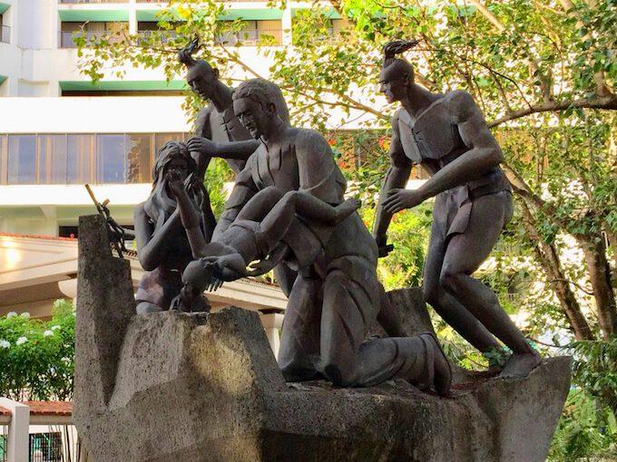 グアムリーフホテル横の銅像