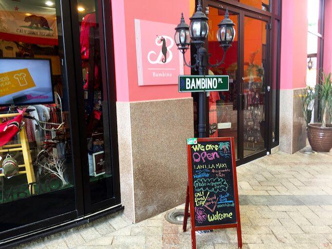 グアムのバンビーノのピンクの店舗の外観