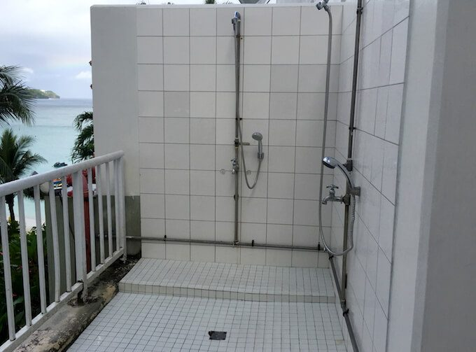 リーフホテルのプール横にあるシャワー