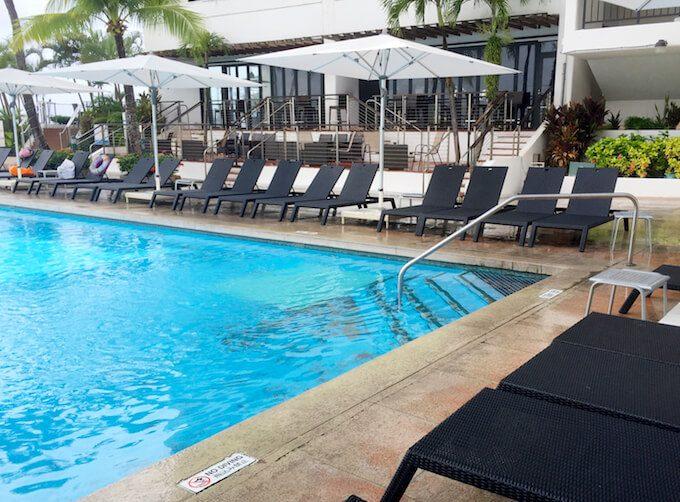 リーフホテルのプールとチェア