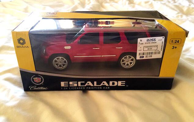 グアムのROSSで買った赤い車のおもちゃ
