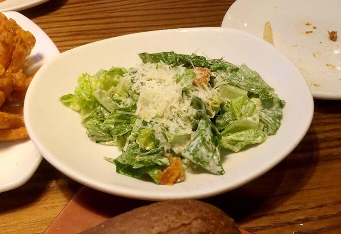 グアムのアウトバックのサラダ