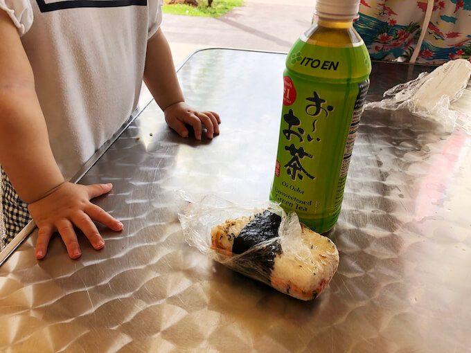 東京マートの鮭のおにぎり