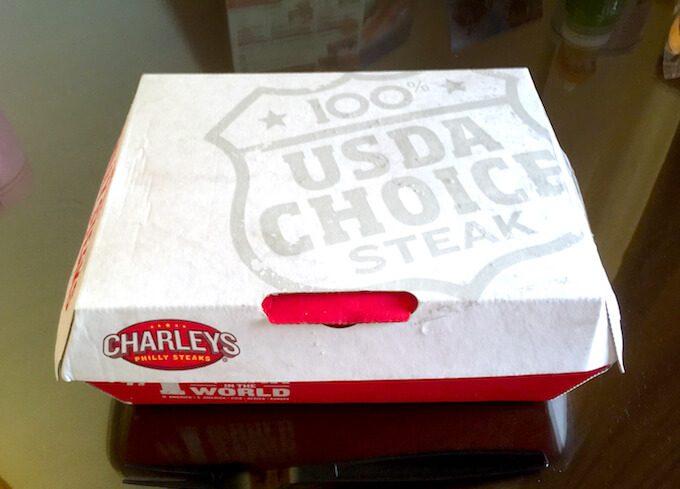 グアムのチャーリーズのテイクアウトの箱