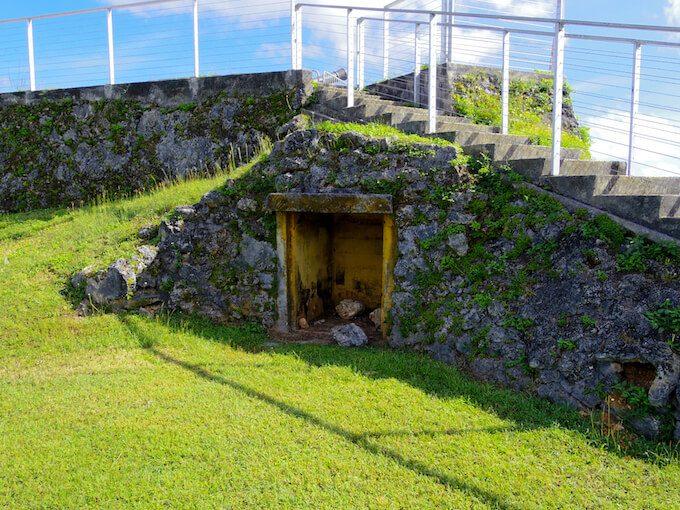 アプガん砦の防空壕