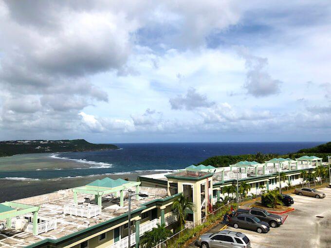 パゴ湾展望台と太平洋