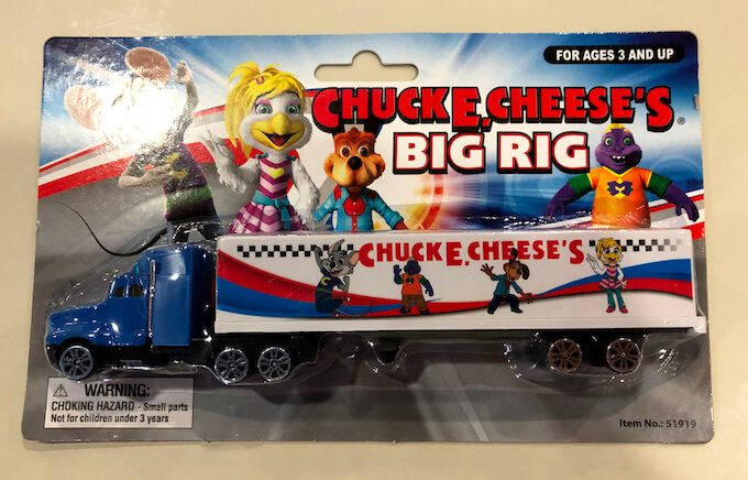 チャッキーチーズの景品の車