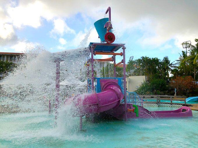 レオパレスリゾートのプールのアトラクション