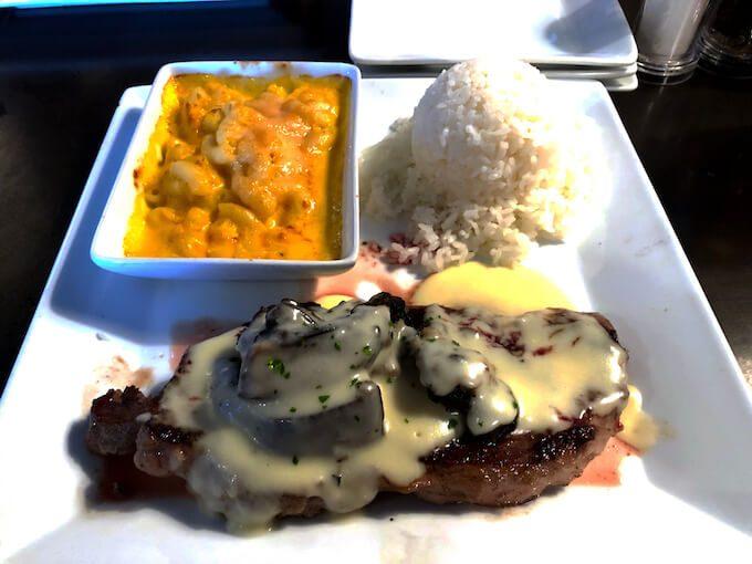ルビーチューズデーのマッシュルームソースのステーキ