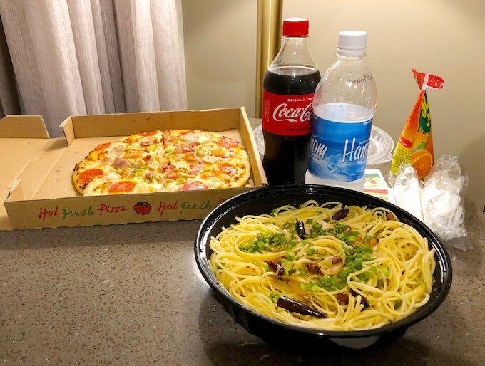 グアムのカプリチョーザのペペロンチーノとピザ