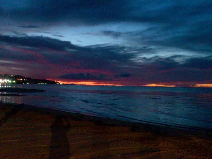 日が暮れそうなハガニアの海