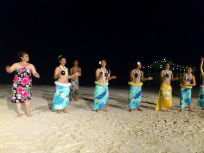 グアムのカルチャーナイトのフラダンス